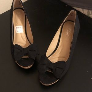 NWT black wedges